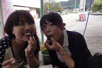 Photo: 巨峰食べて おいし~~ィ