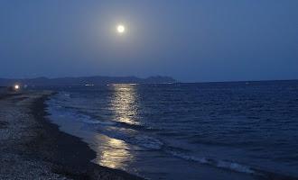 La espectacular luna llena sobre Cabo de Gata