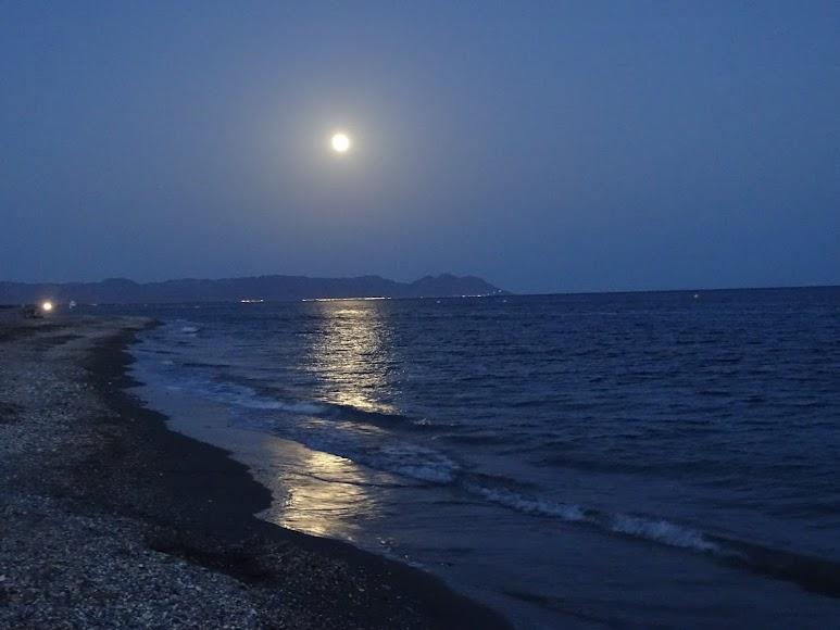 Así se observó desde la playa de El Toyo-Retamar. Foto de Ralu Vivien Lacroix.