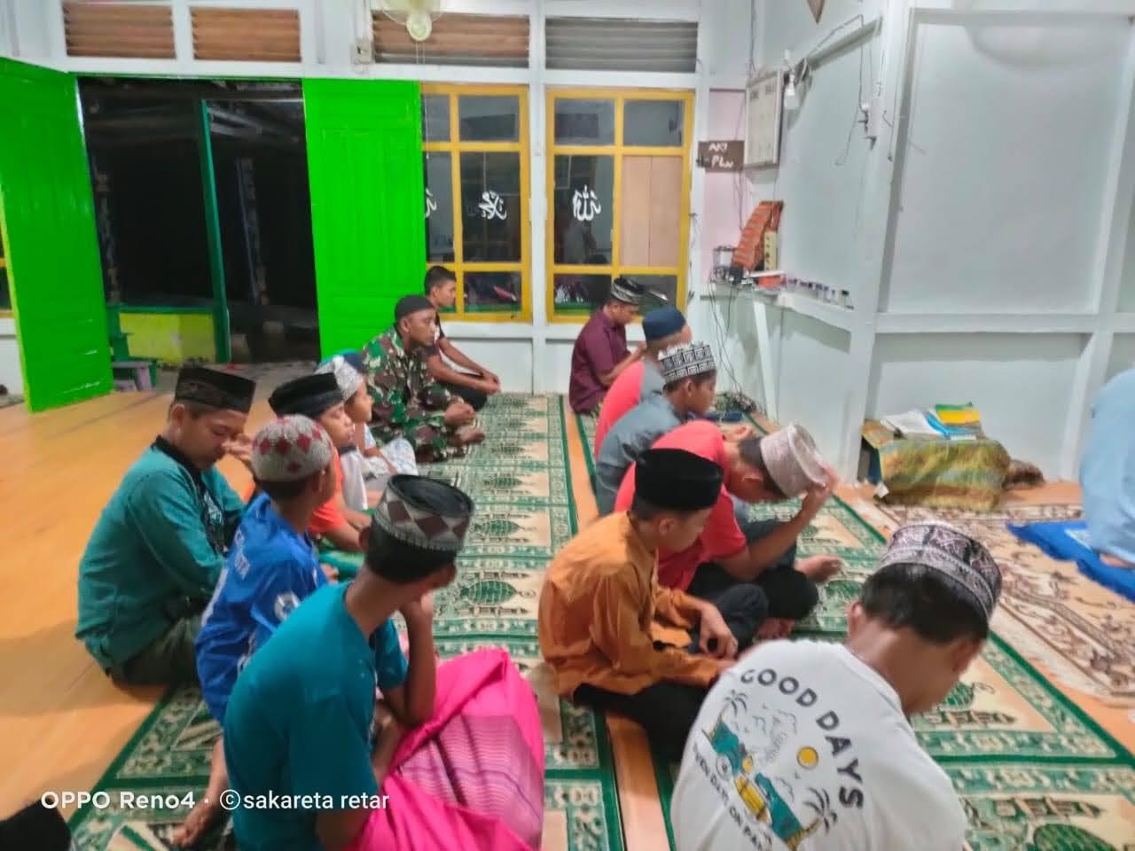 Menjaga Serta Tetap Menjalin Komunikasi ZIDAM XII/TPR Laksanakan Ibadah Bersama Dengan Masyarakat DI TEMAJUK
