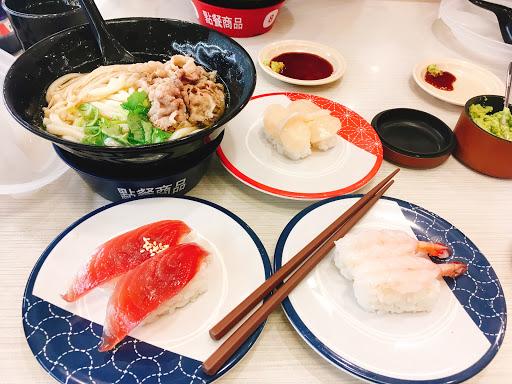 第一次吃到壽司的米一夾就散的,感覺爭鮮還好吃一些。
