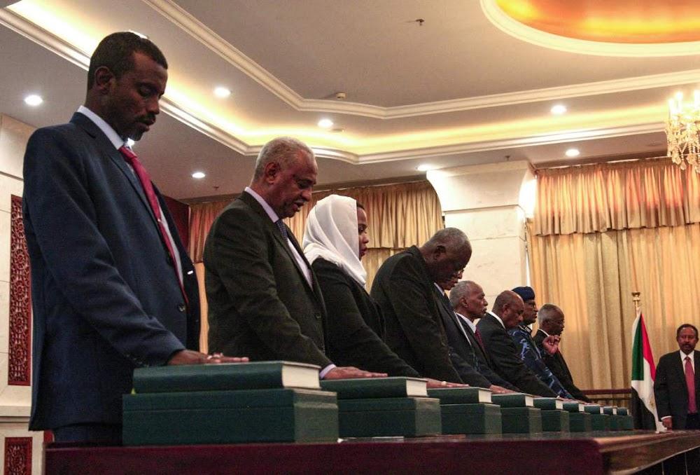 Soedan se eerste kabinet sedert Bashir ingesweer het