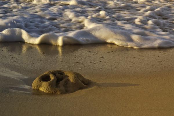 La maschera di pietra e sabbia di adele