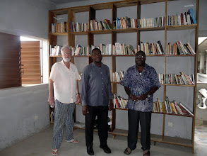Photo: nous retrouvons nos, donc vos manuels dans la bibliothèque