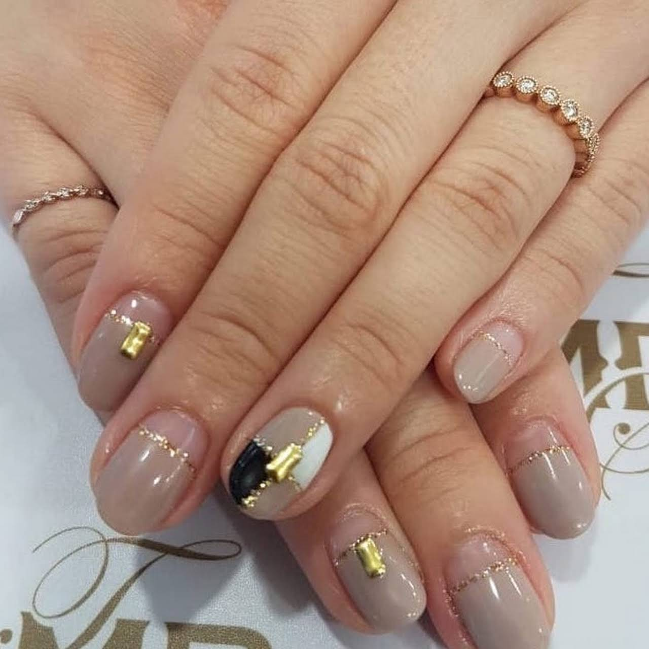 International Manicure with Nails Art