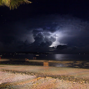 Lightning storm in the Philipinnes by Eric Ebling - Landscapes Weather ( sky, canon 5d mark2, night, beach, storm, philippines )