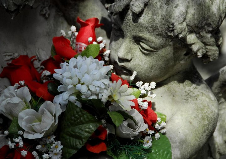 statua floreale di angel