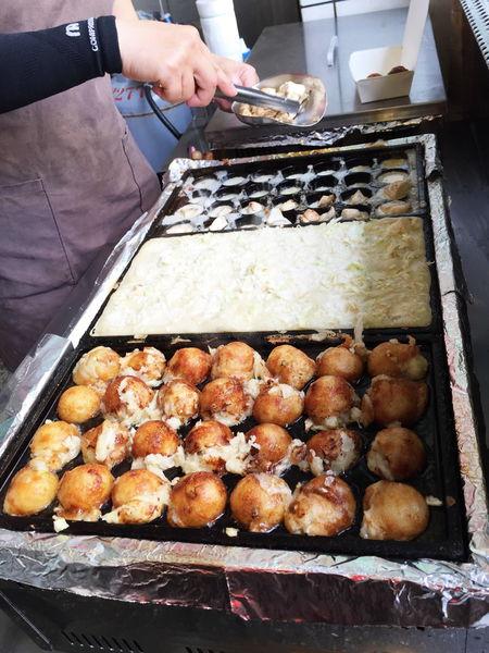 秋町菇菇燒 手作小丸子│料多飽滿外酥內軟 想吃章魚燒卻不敢吃章魚的小確幸 - 台南女孩。吃貨食記