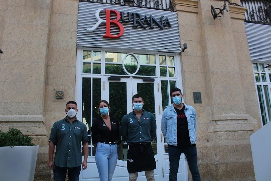 Personal de Burana, en el Paseo de Almería.