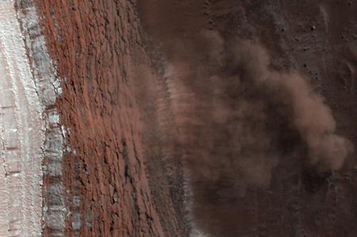 美探测器首拍火星山崩-放大清晰图