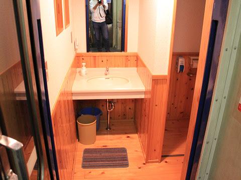 ブルートレインたらぎ 2号車 トイレ・洗面台