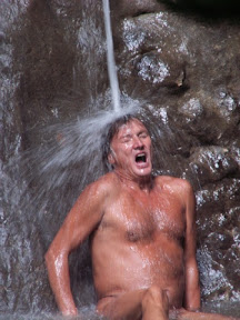 Спиноза под водопадом