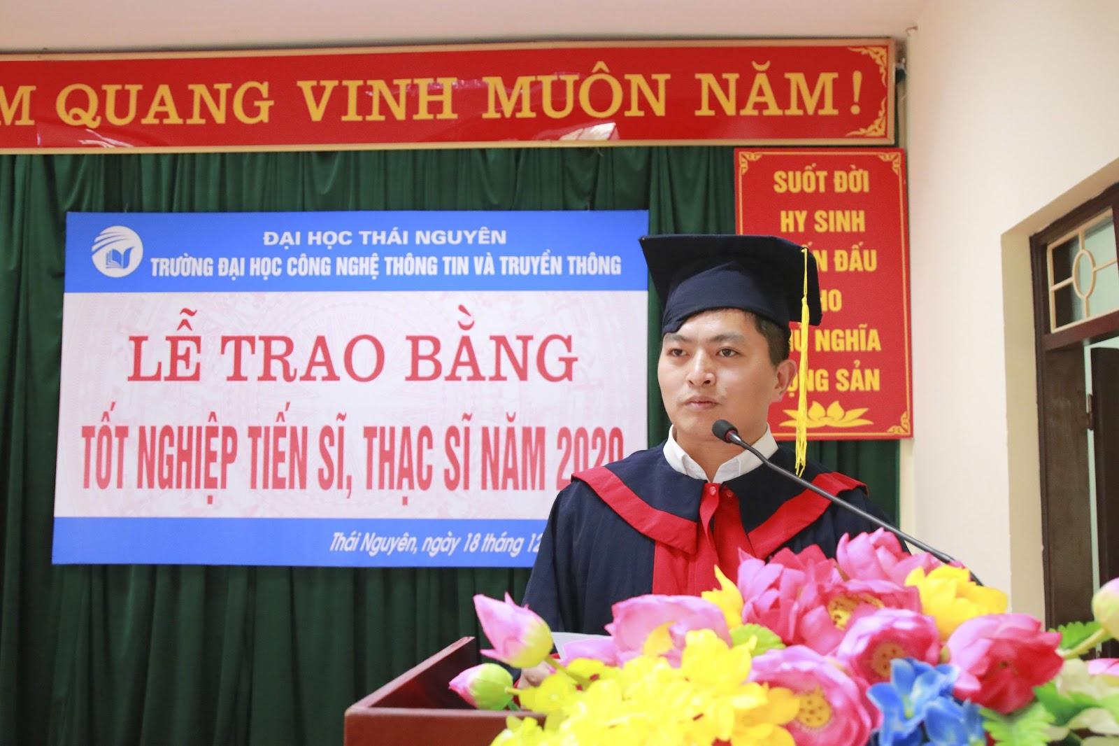 Tân thạc sĩ Vũ Xuân Anh phát biểu cảm nghĩ tại buổi lễ.