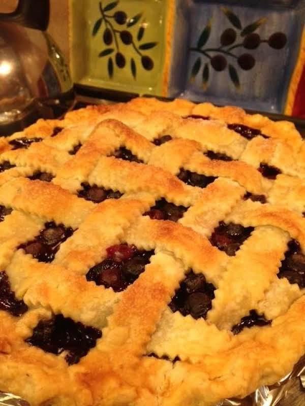 Grammy's Classic Blueberry Pie