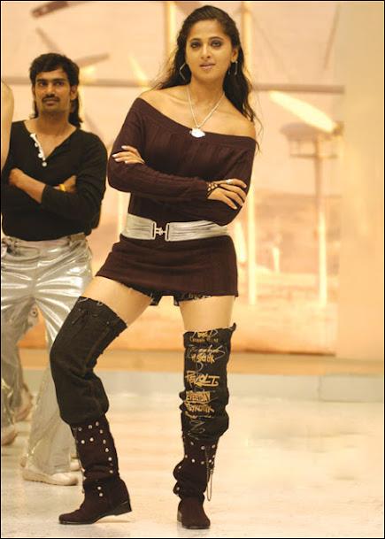 Anushka Shetty thunder thighs, Anushka Shetty hot, Anushka Shetty sexy legs, Anushka Shetty in high heels, Anushka Shetty shoes, Anushka Shetty in Telugu Movie Vikramarkudu
