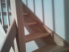 Photo: Samonosné bukové schodiště, tvaru L