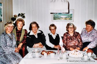 Photo: Kvinnoklubben på 1960-talet. Fr vänster Irma Wassberg, Carin Larsson, Elsa Larsson, Viola Askersjö, Edit Persson, Astrid Nilsson