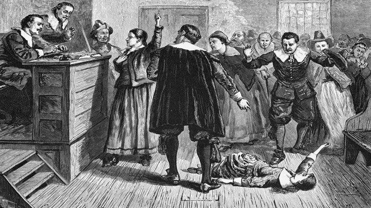 Năm 1692, hơn 100 người bị buộc tội là phù thủy và bị tống giam.