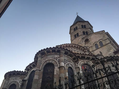 Top Auvergne Destinations: Things to Do in Clermont-Ferrand // Basilique Notre-Dame-du-Port