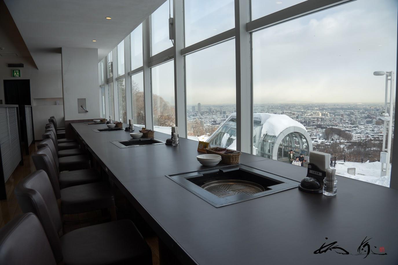 窓際のカウンターテーブル