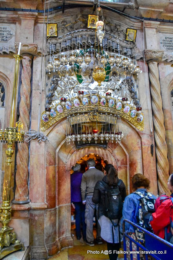 Вход в Кувуклию. Храм Гроба господня. Иерусалим.