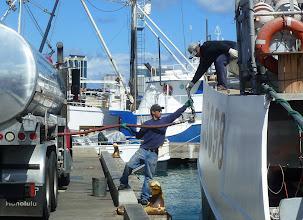 Photo: Refueling, Honolulu Fishing Harbor