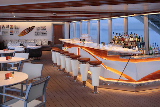 koningsdam-Sea-View-Bar.jpg - Grab a cocktail and meet new people at the Sea View Bar on ms Koningsdam.