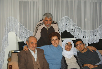 Photo: 11 Şubat 2005 (civarı) - Annem çok güzel gülmüş. Kolumdaki saati de bana o almıştı.
