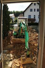 Photo: Blick aus der Haustüre.... gleich kommt er rein oder so.... schnell die Tür wieder zu......
