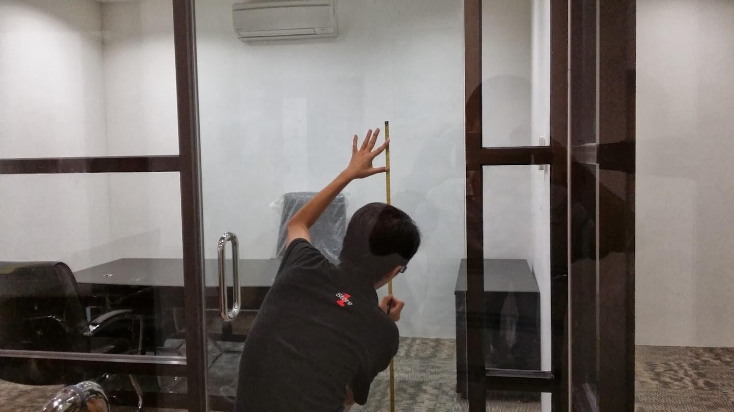 Laying frosted glass film