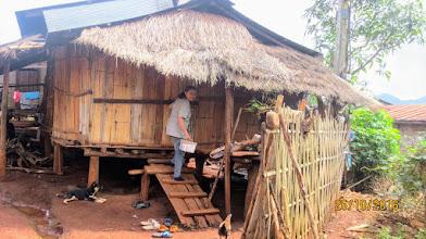 Photo: Kae Noi Kanda visits Lahu home
