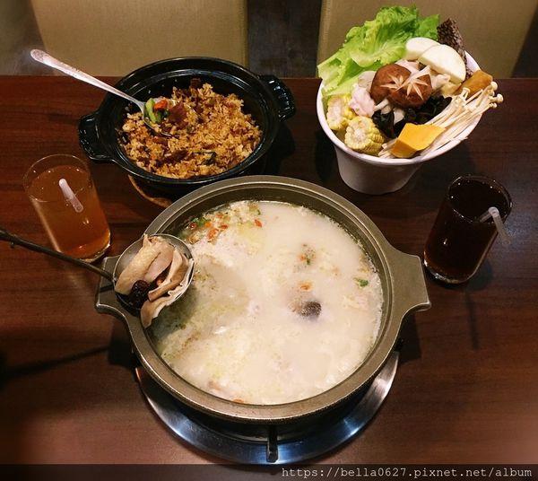 鍋濤粵式煲鍋,數十種中藥材熬煮的養生煲鍋,與粵式煲飯特有的焦香米粒,道地獨特的粵式料理快來嘗鮮