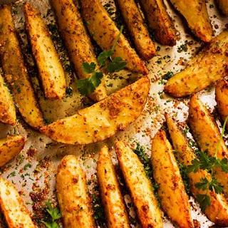 Baked Garlic and Parmesan Potato Wedges.
