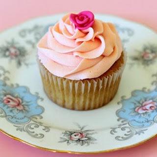 Vanilla Cupcakes by Lydia Bakes