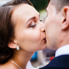 Wedding photographer Vadim Zakharischev (yourmoments). Photo of 09.08.2015