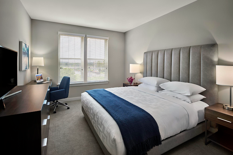 King sized bedroom at King of Prussia