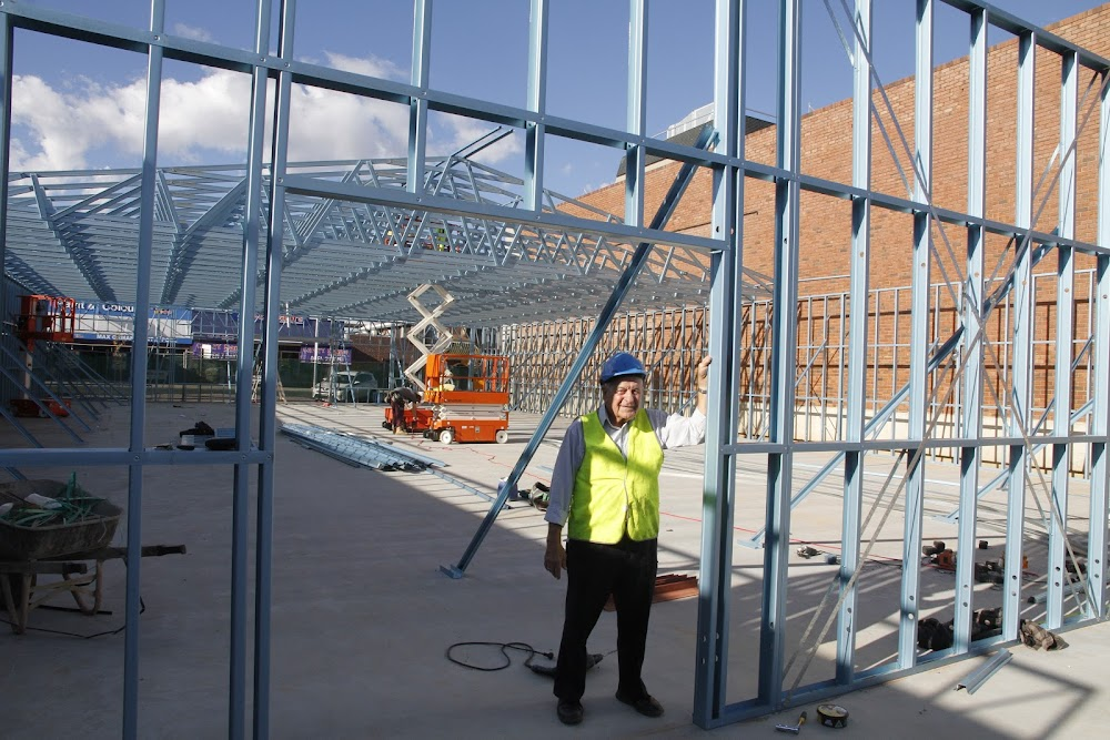 Commercial manager for Palmer Steel Frame and Truss, Len Palmer, was on the Reject Shop site this week to oversee the delivery and erection of steel framing for the building.