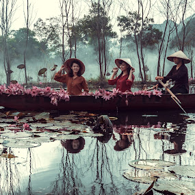 Suoi yen chua huong 2 by Nguyen Thanh Cong - People Street & Candids ( thanhcong7855@gmail.com, congdolce@gmail.com, nguyen thanh cong, waterscape, vietnamese, vietnam, travel, flowers, landscape, women, people )