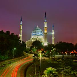 Masjid Sultan Salahuddin Abdul Aziz Shah by Md Aziman Abd Aziz - Buildings & Architecture Places of Worship ( selangor, mosque, islam, muslim, praying, dawn, masjid, malaysia, religion )