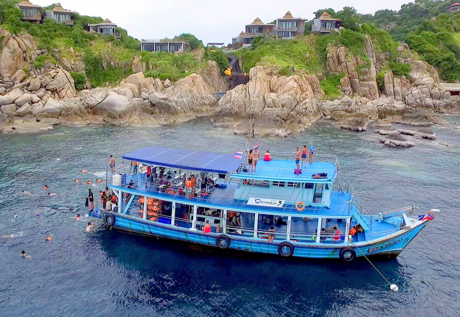 Snorkel Tour to Koh Nangyuan and the hidden bays of Koh Tao onboard the Oxygen