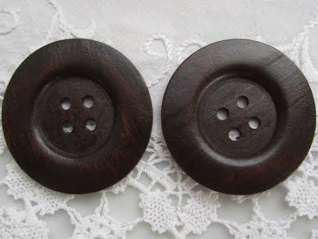 Mörkbrun träknapp, 6 cm