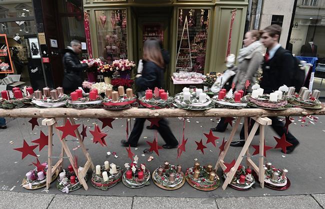 Cảnh quan bên ngoài một cửa hàng bán hoa ở Strasbourg, miền Đông nước Pháp.