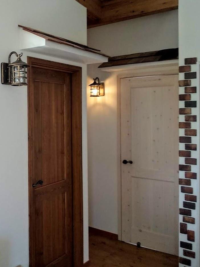DIYレンガで雰囲気のある廊下に