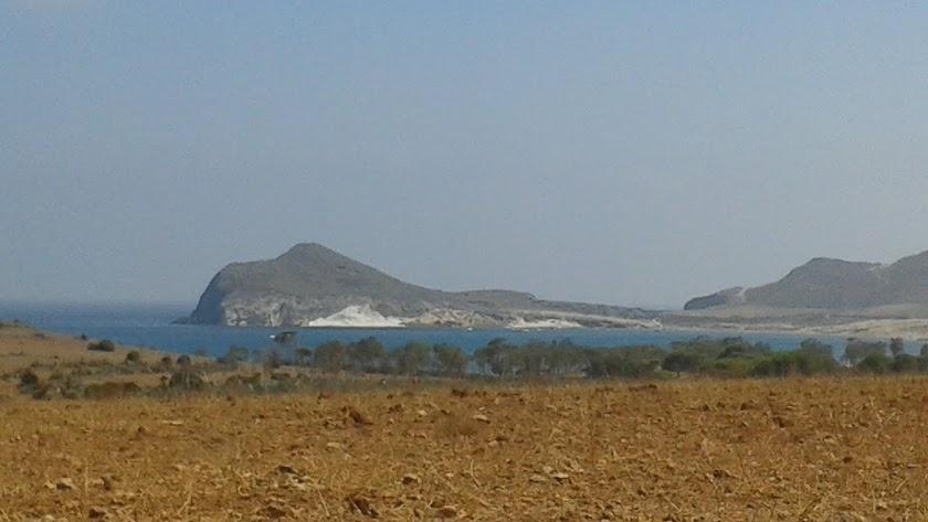 Vista de la playa de Los Genoveses, en el Parque Natural de Cabo de Gata-Níjar.