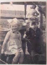 Photo: Truida en Jan Moek, wonende in 't Wit Erachter zit tante Aaltje Moek