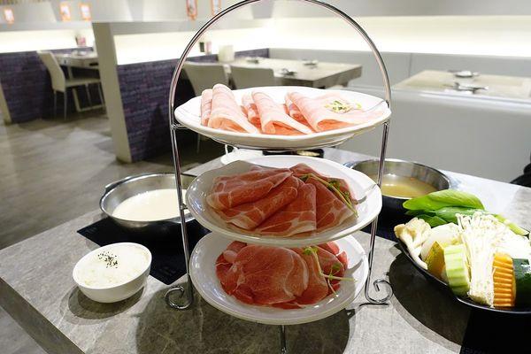 夢幻英式三層肉盤,是在吃下午茶吧XD高雄三民區火鍋推薦,哈肉鍋,新增飲料吧和冰淇淋~