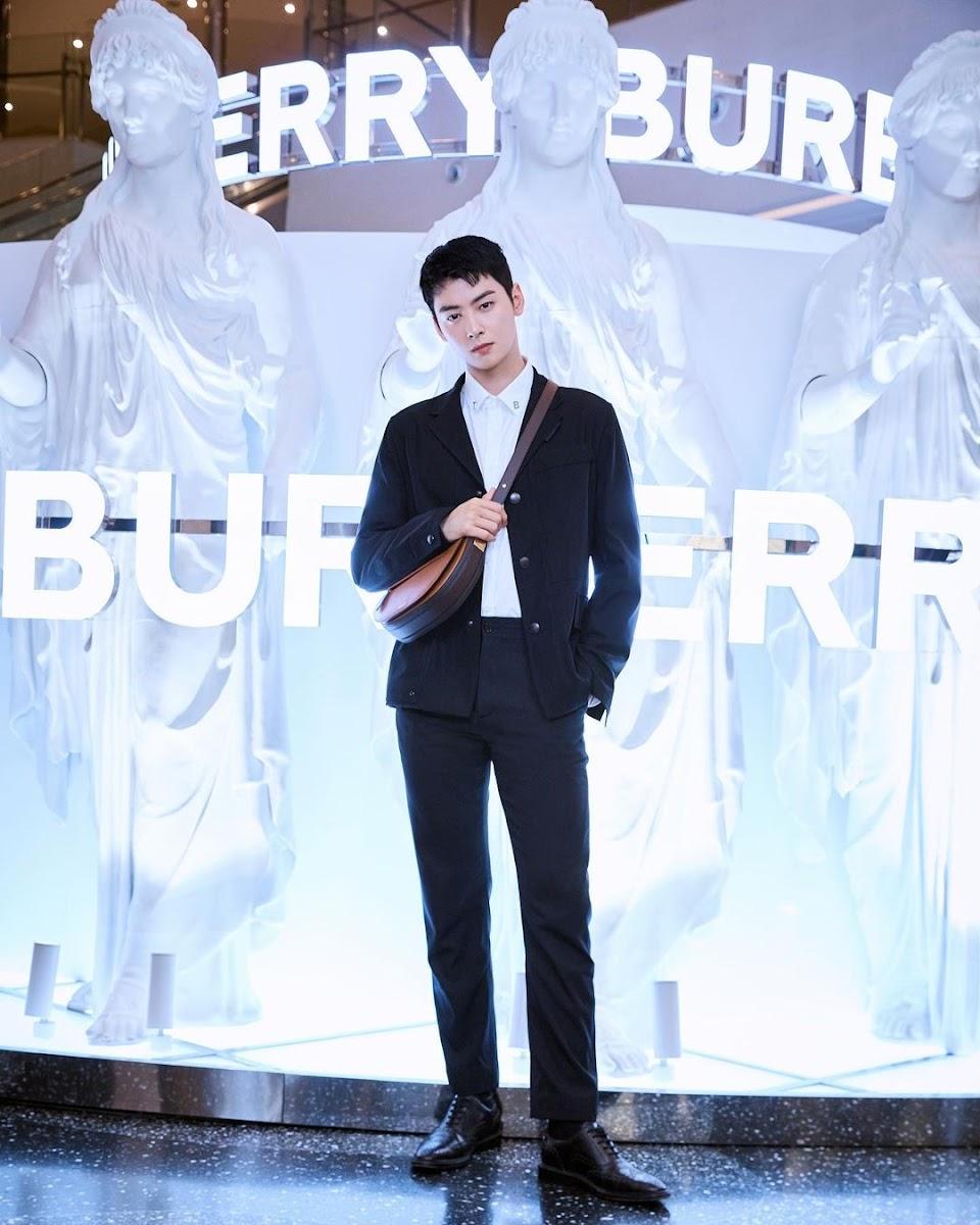 Burberry Eunwoo W