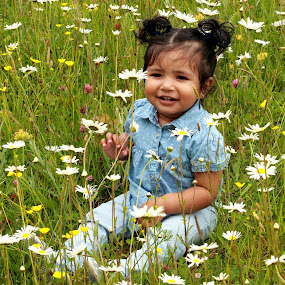 Surrounded  by Quel Mirhan - Babies & Children Babies ( girl, grass, green, baby, smile, flowers )