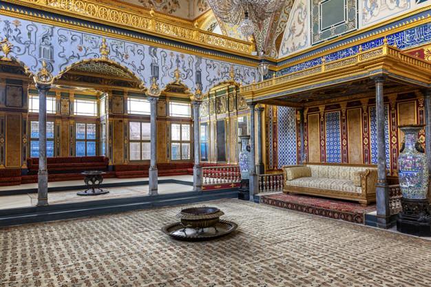 Istanbul, turkey, 05.22.2019: sofa in topkapi Premium Photo