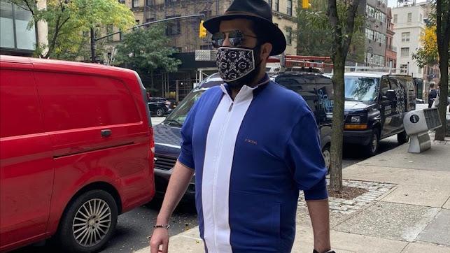 Turki paseando por Manhattan.